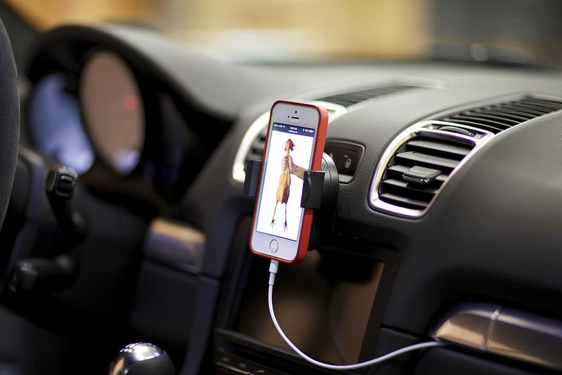 Ferrari California T >> Porsche Phone Mount